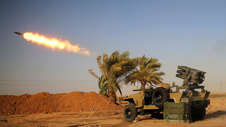 Impactante imagen: Un niño chiita de 10 años dispara misiles contra el Estado Islámico