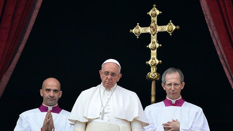 """'Urbi et orbi' del papa Francisco: """"Pido a los políticos que superen los contrastes"""""""