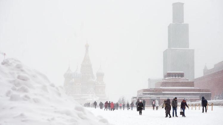 'Blanca Navidad': Fuerte nevada paraliza Moscú y provoca 500 accidentes (Video, Fotos)