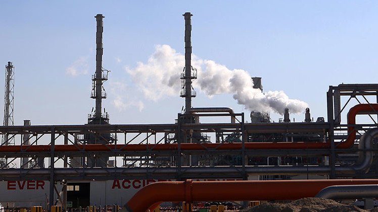 ¿Por qué hay tantas teorías de la conspiración sobre el petróleo?