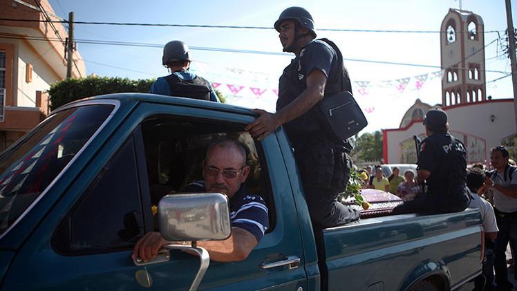 México: Un exlíder de las autodefensas de Michoacán se rinde junto con su grupo