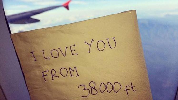 Un mensaje de una auxiliar del vuelo accidentado de AirAsia emociona a la Red