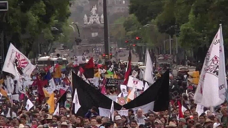 México: El EZLN apoya a los familiares de los 43 estudiantes desaparecidos