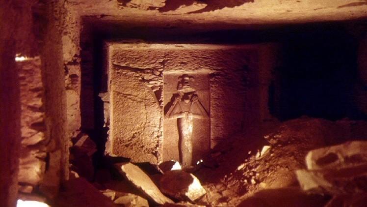 """Hallan en Egipto una réplica de la tumba del dios Osiris """"protegida por demonios"""""""