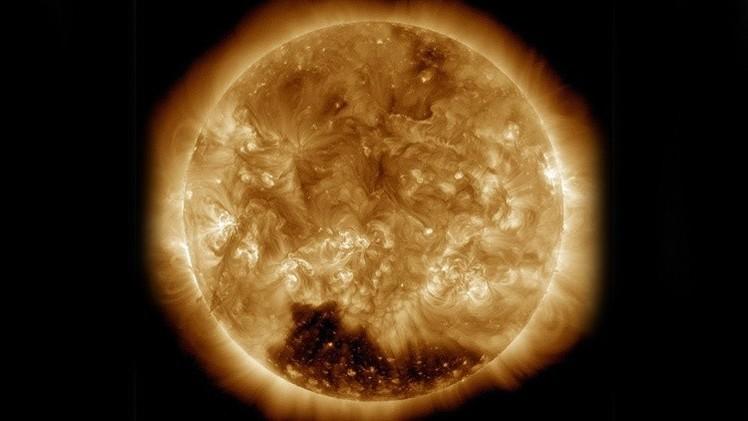 Sorprendente aparición de un enorme agujero en la superficie del Sol
