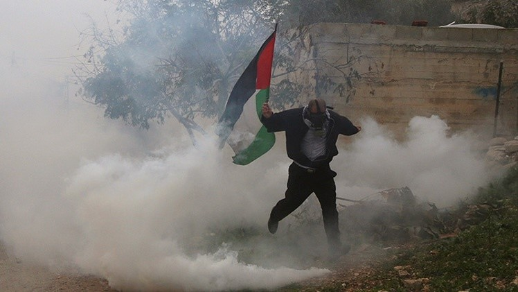 Fuerzas israelíes dispersan a manifestantes en Cisjordania con gases lacrimógenos