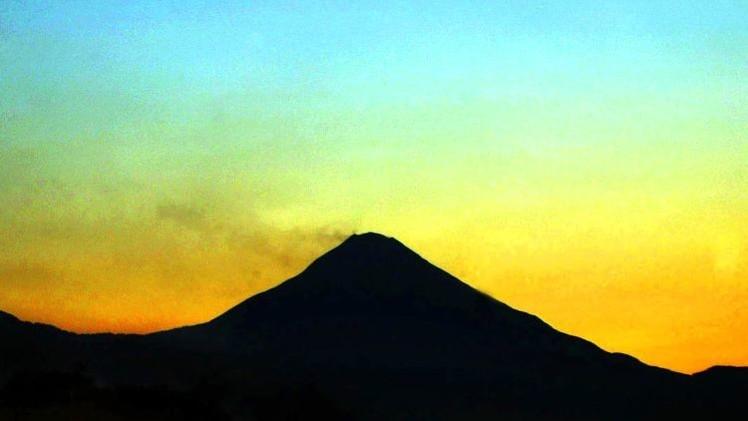 Fotos: El Volcán Colima en México lanza una columna de ceniza de 3.000 metros