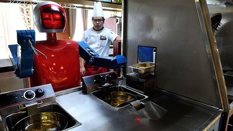 Los robots ya son capaces de aprender a cocinar 'viendo' videos en YouTube