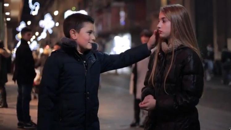 Video: ¿Qué hará un niño si se le pide abofetear a una niña?
