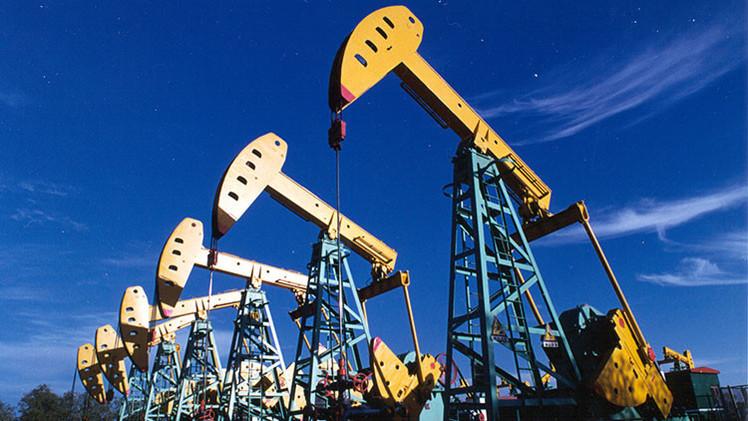 Cinco factores decidirán el destino de los precios del petróleo en 2015