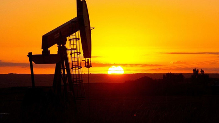 El crudo Brent cae por debajo de los 50 dólares por barril por primera vez desde 2009