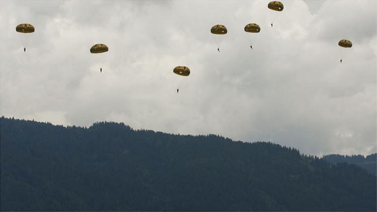 Ocupantes de un avión se lanzan en paracaídas antes de que el aparato se estrellara en Nueva Zelanda