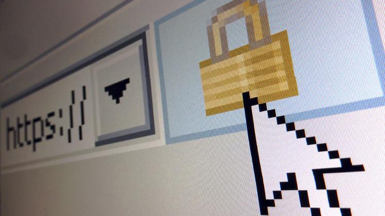 Cómo protegerse contra escuchas telefónicas e interceptación de información personal