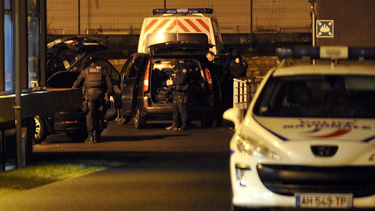 Uno de los presuntos atacantes de 'Charlie Hebdo' se entrega a la Policía