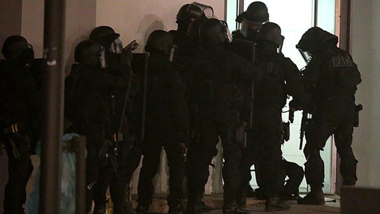 Varios detenidos durante operativo para dar con los autores del ataque en París
