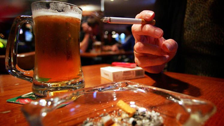 ¿Todo lo perjudicial es útil? Estudios revelan que alimentos grasosos y alcohol benefician la salud