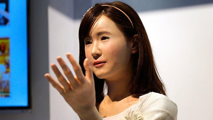 VIDEO: Toshiba presenta un realista robot que nos podría quitar el trabajo