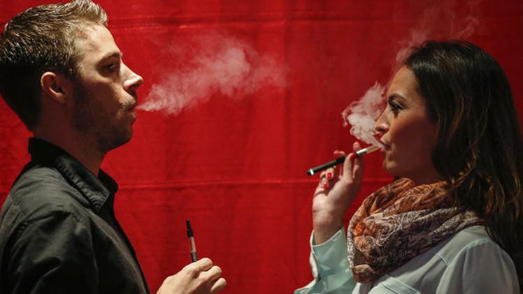Drogadictos convierten cigarrillos electrónicos en 'tubos' para fumar un potente alucinógeno