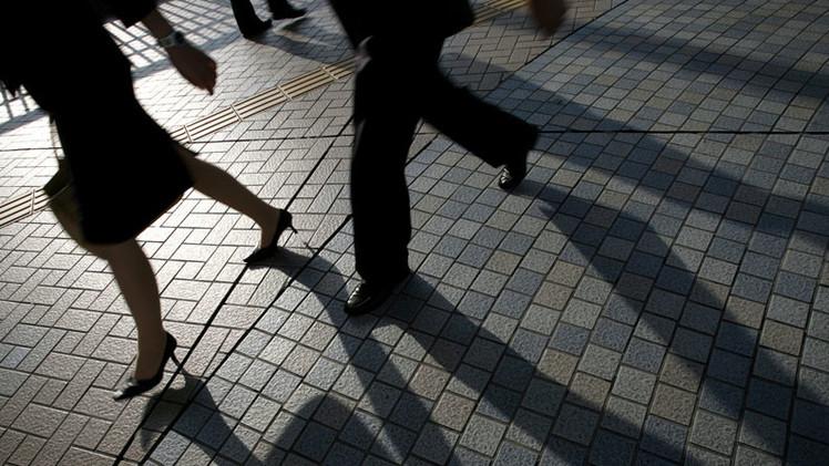 Experimento: Revelan qué ocurre si una mujer camina como un hombre