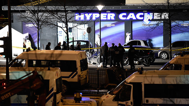 La tienda Hyper Cacher, en París, durante el despliegue policial