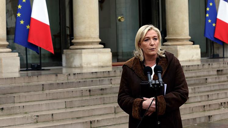 """Le Pen a Hollande: """"Hay que cerrar fronteras y retirar la ciudadanía francesa"""""""