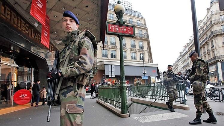Francia moviliza 10.000 militares para proteger el país tras los ataques terroristas