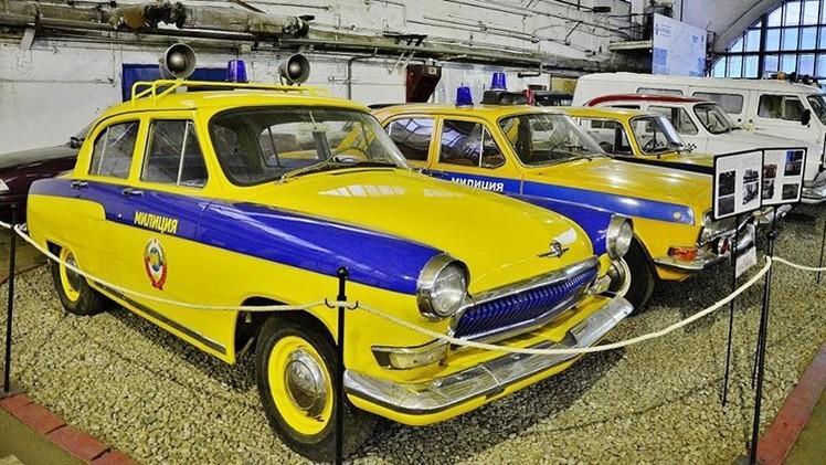 Automóviles de la Unión Soviética detenidos en el tiempo
