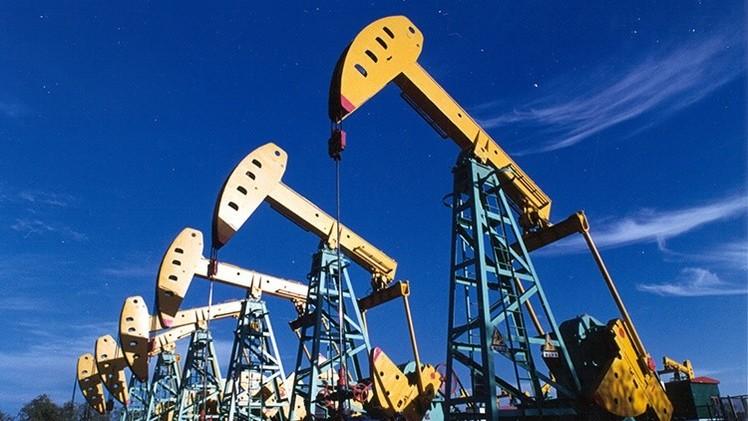 Experto: EE.UU. puede desatar una nueva guerra en Oriente Medio por el precio del crudo