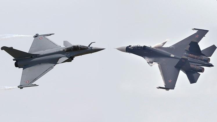 Su-30 vs Rafale: ¿Quién gana el 'combate' entre cazas de Rusia y Francia?