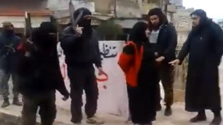 FUERTES IMÁGENES: Frente Al Nusra ejecuta en público a una mujer por adulterio