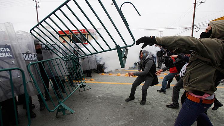 Fotos, Video: Dispersan protesta contra Enrique Peña Nieto en Ciudad Juárez
