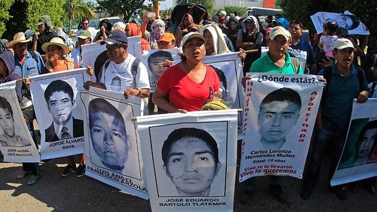 Los padres de los 43 normalistas revisarán todos los cuarteles militares de México