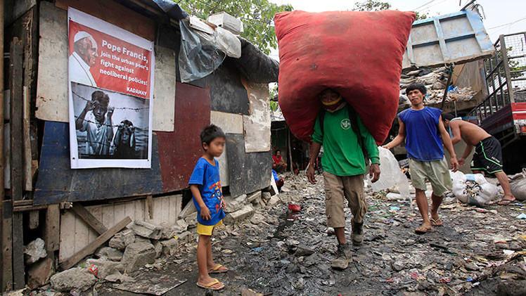Indignantes imágenes: Enjaulan a niños filipinos  antes de la visita del papa