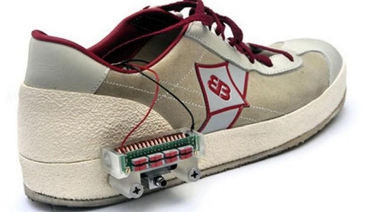 Taconear energía: Crean zapatos que generan electricidad