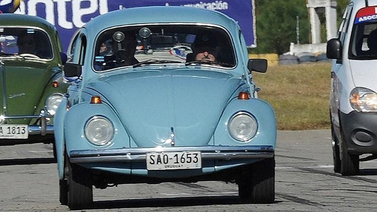 Autostop a lo uruguayo: hace dedo y lo lleva Mujica