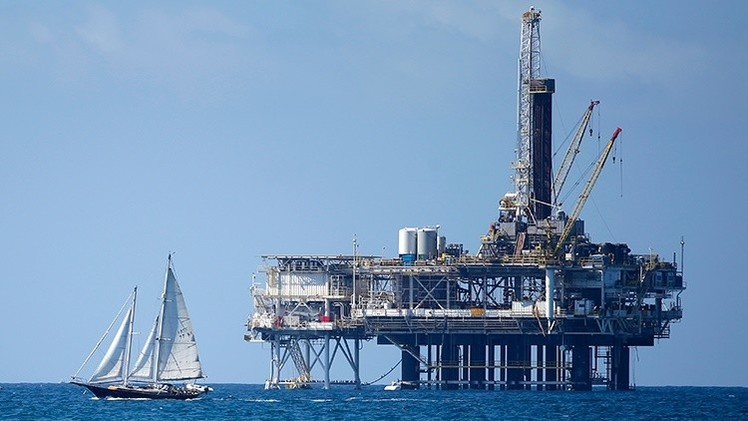 La OPEP se impone en el tablero del crudo: Disminuyen las torres petrolíferas de EE.UU.
