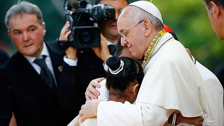 """Menor filipina conmueve al papa: """"¿Por qué Dios deja que niñas se vuelvan prostitutas?"""""""