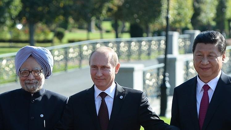 """""""La alianza de Rusia, China y la India acabará con la hegemonía de EE.UU."""""""