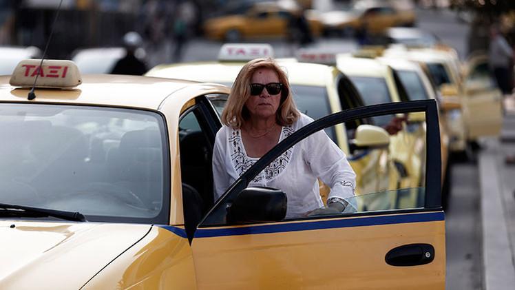 'Meru Eve': Lanzan en la India un servicio de taxi antiviolaciones con mujeres armadas
