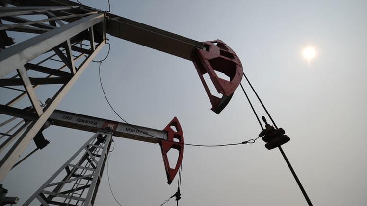 Periodista: Rusia se beneficiará de la caída en los precios del petróleo