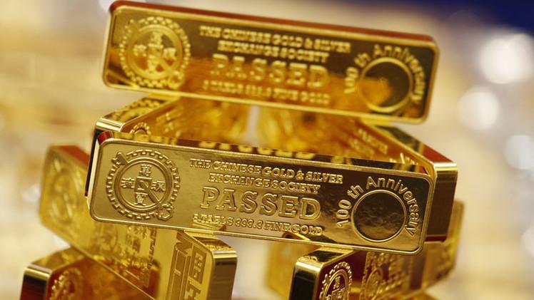 """Analista: Reservas de oro no reveladas de China, """"una daga apuntada al corazón del dólar"""""""