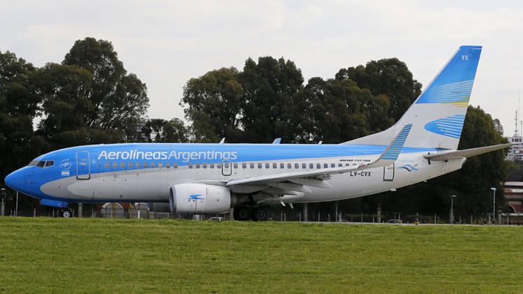Aerolíneas Argentinas deja en ridículo a pasajero machista que exige auxiliares de vuelo más bonitas
