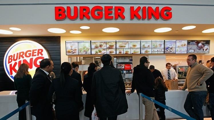 Un gerente de Burger King agrede a un niño, refugiado sirio, por comerse 'las sobras'