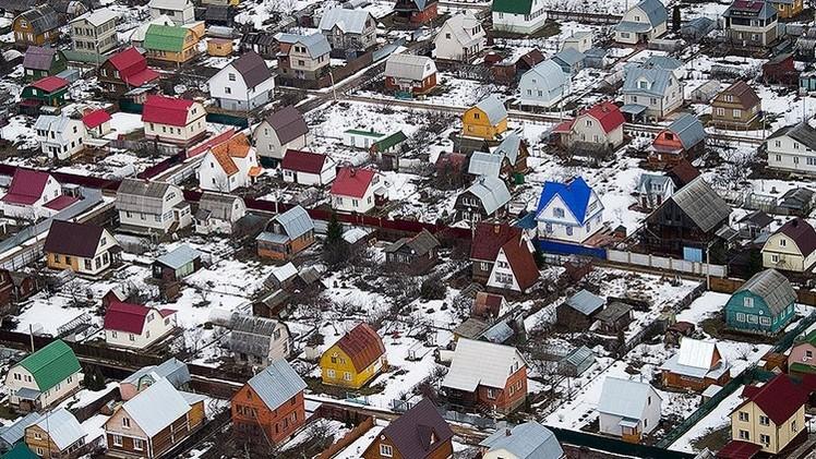 Los rusos responden a la caída del rublo construyéndose dachas