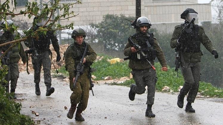 """Israel condena a una niña palestina de 14 años por """"tirar piedras"""""""