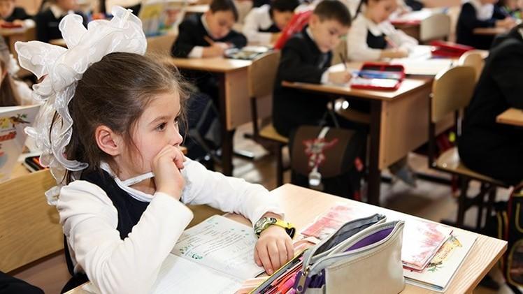 Estudio mundial: Las niñas son más exitosas que los niños en la escuela