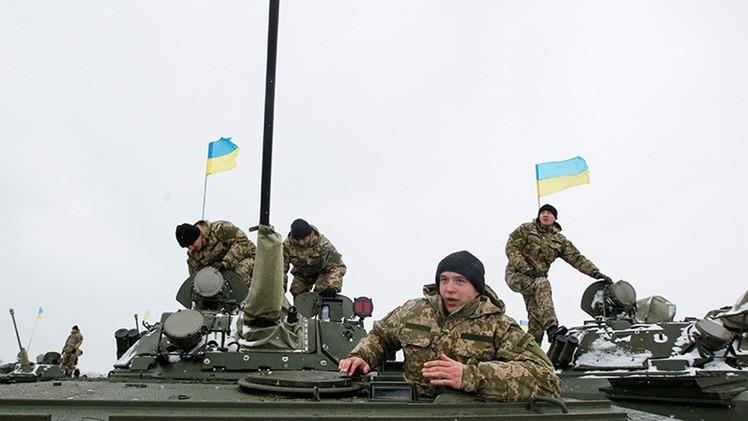 Kiev usa 'tropas de contención' contra la caída moral de su Ejército