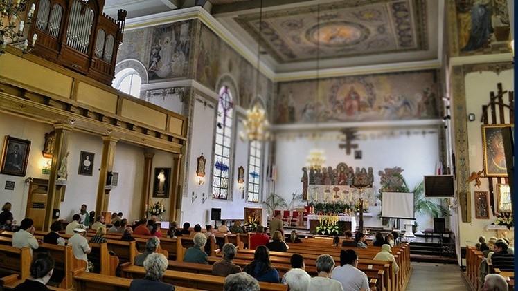 Italia: Un sacerdote deja la parroquia para ser papá