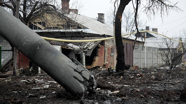 Al menos 12 muertos tras bombardeos contra un trolebús y la Casa de la Cultura de Donetsk