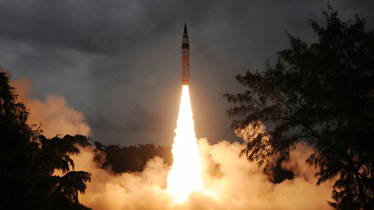 "La India prueba su primer misil nuclear intercontinental, ""el asesino de China"""